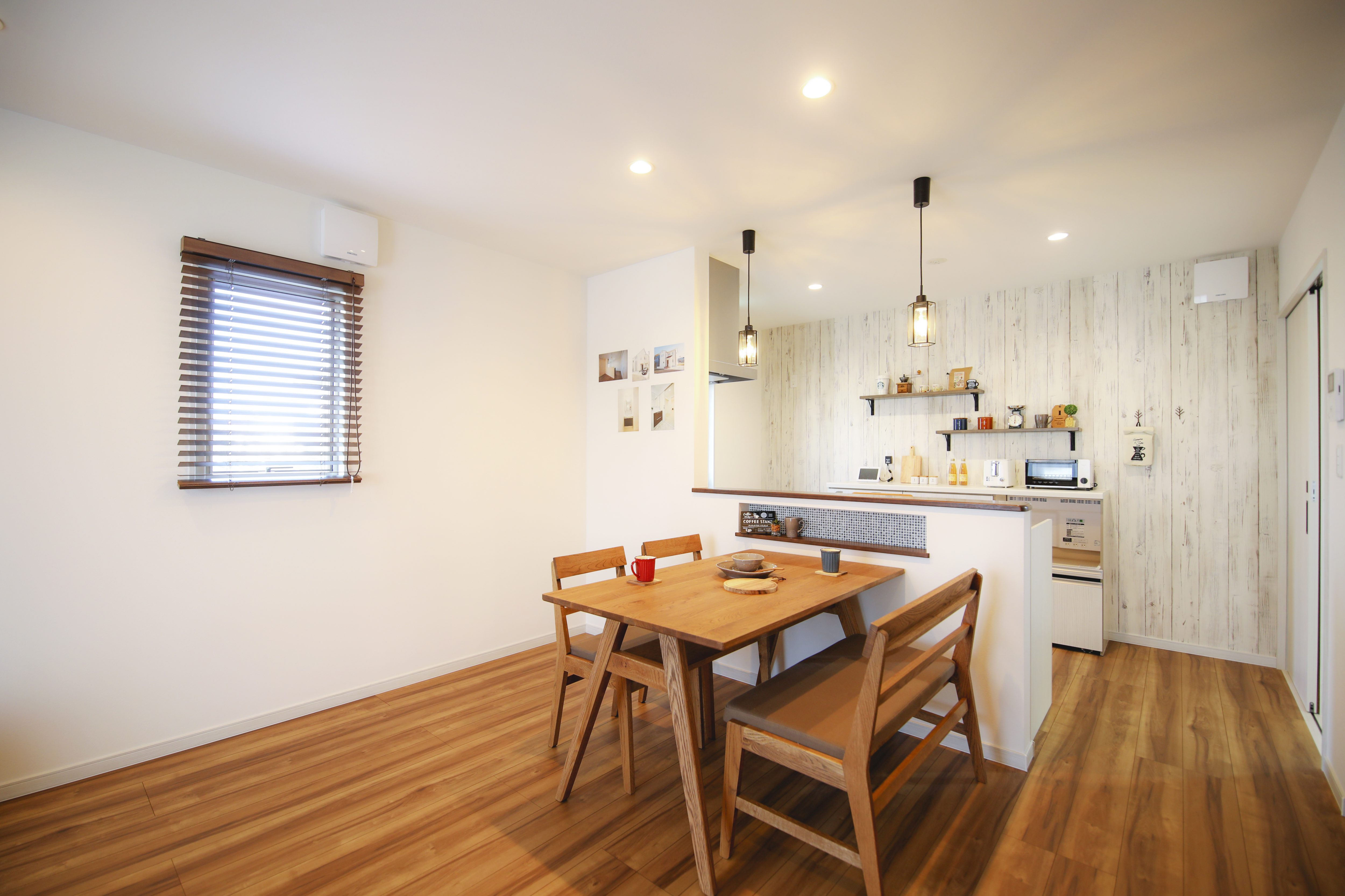 暖かな雰囲気の対面式キッチン